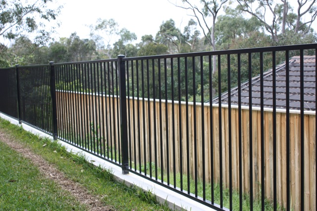 Built right fencing metal fences - Aluminum vs steel fencing ...