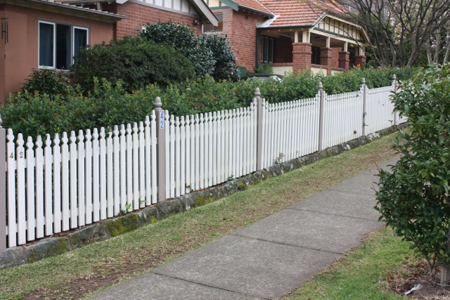 how to build a timber fence